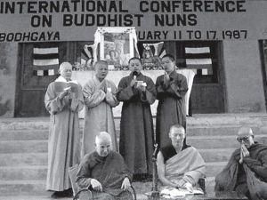 Imagen del I Congreso Internacional de Sakyadhita, en Bodh Gaya, en el año 1987